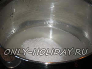 Залить сахар водой