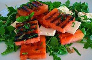 Салат с сыром на гриле
