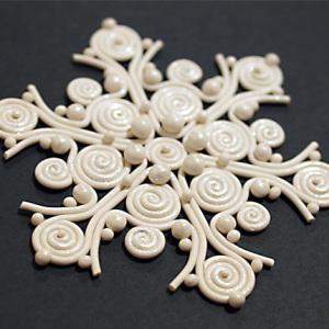 Новогодние снежинки своими руками из различных материалов