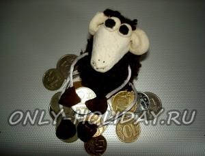 Барашек с монеткой