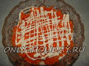 Выложить морковь