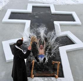 18 и 19 января можно набирать крещенскую воду