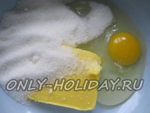 Смешать масло и яйцо