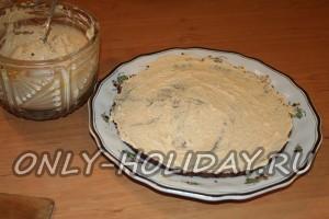 Обильно смажем бисквиты подготовленным кремом
