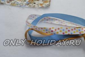 Подбираем для хвостика подходящие по цвету узкие атласные ленты