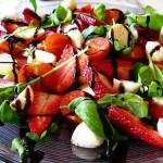 salat-iz-klubniki-i-cherri
