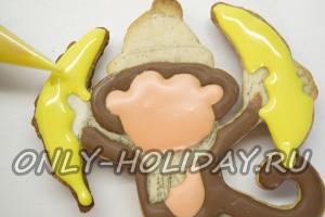 Закрашиваем бананы и пальцы обезьяны