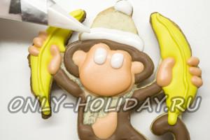 Рисуем на обезьянке белые детали: помпон, мех на шапочке, глазки
