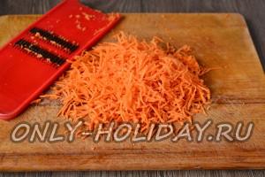 Натереть морковь на специальное терке