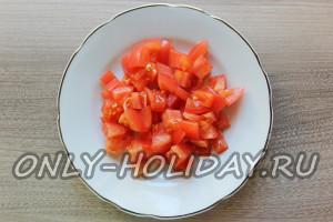 Нарезать помидоры кубиками