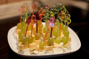 Шпажки из мармелада, сыра и лимона
