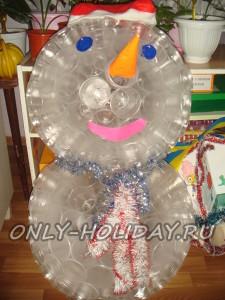 Снеговик из пластиковых стаканчиков мастер класс