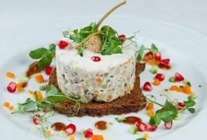 Слоёный салат «Оливье» в необычном исполнении