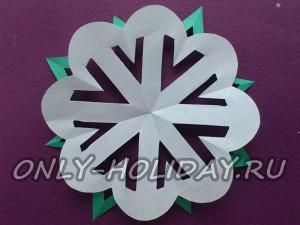 Как вырезать красивые снежинки из бумаги 2
