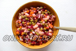 заправить винегрет с селедкой соусом