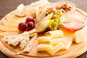 Сырная тарелка. фото, состав, оформление