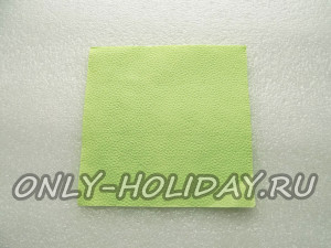 Берем бумажную салфетку с размерами 33х33 см