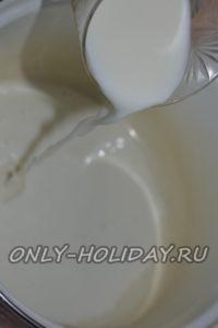 Влить молоко