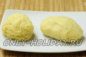 Сформируйте зразы картофельные с грибами