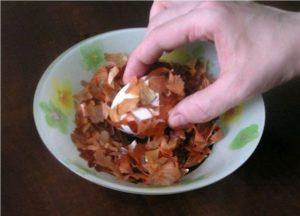 Как получить мраморные яйца в луковой шелухе