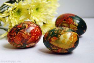 Как покрасить яйца в луковой шелухе. Мраморные