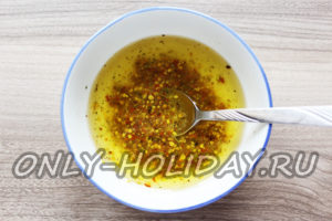 приготовить соус для заправки картофельного салата с селедкой