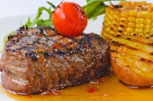Как приготовить свинину в духовке сочно