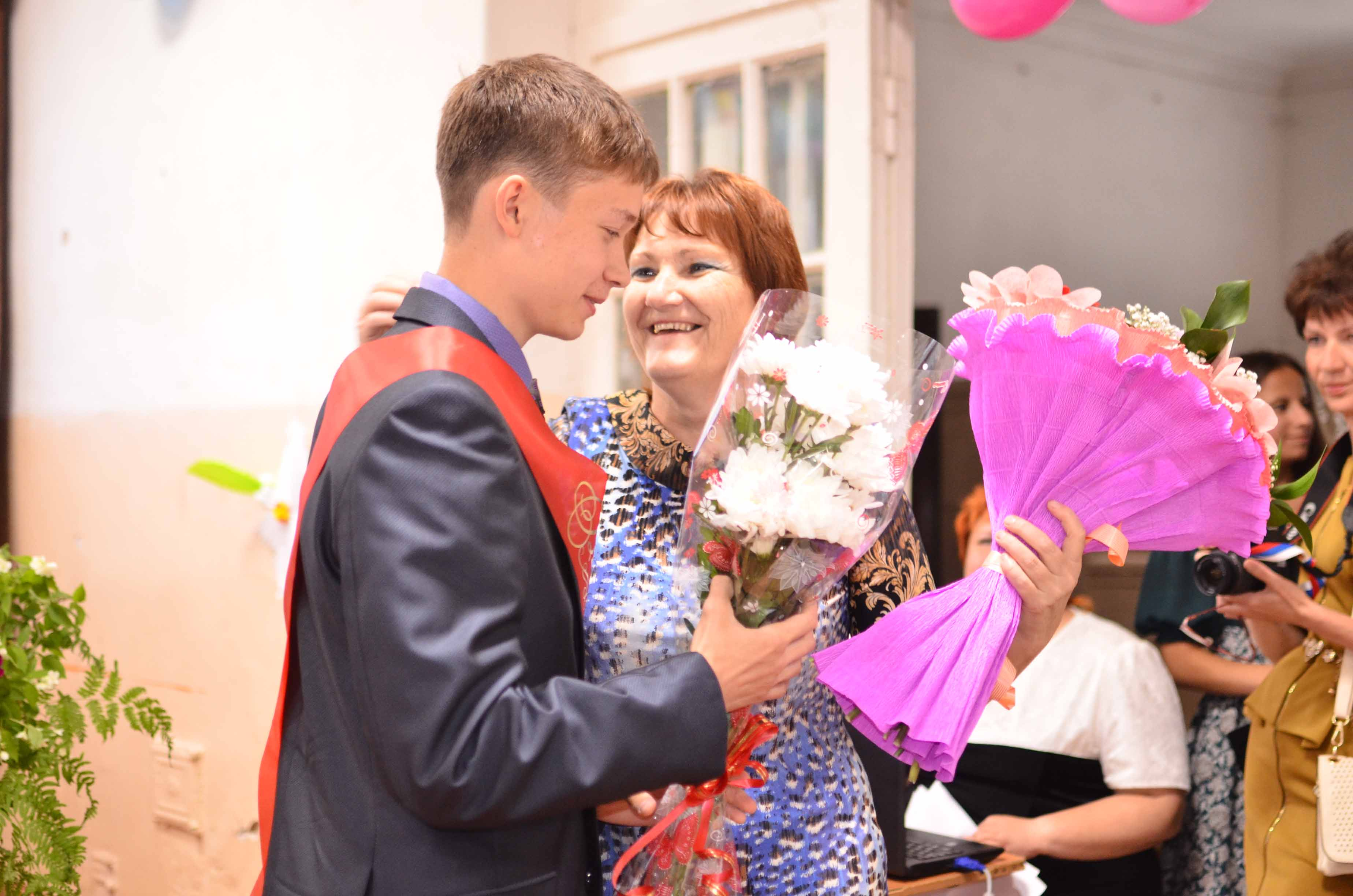 Поздравление от первого учителя девятиклассникам на последнем звонке