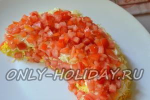 """Следующий слой в салате """"Арбузная долька"""" помидоры"""