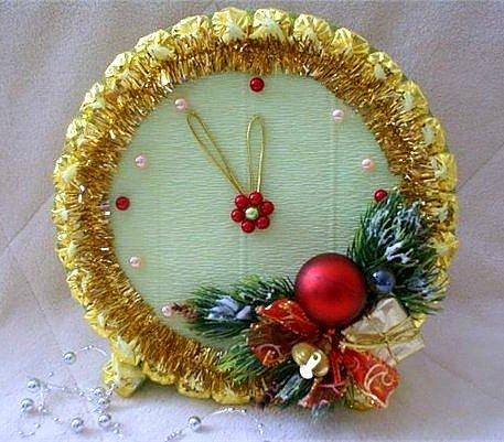 Часы из конфет своими руками на Новый год: мастер-класс с пошаговыми фото