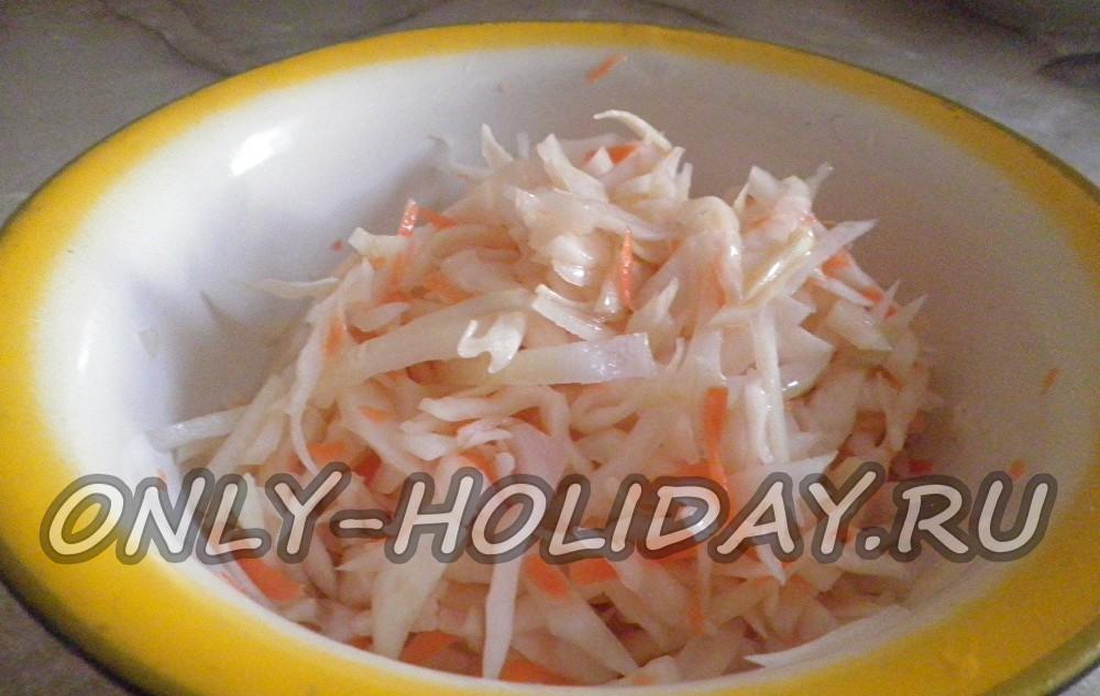 Квашеная капуста с морковью: рецепт с фото