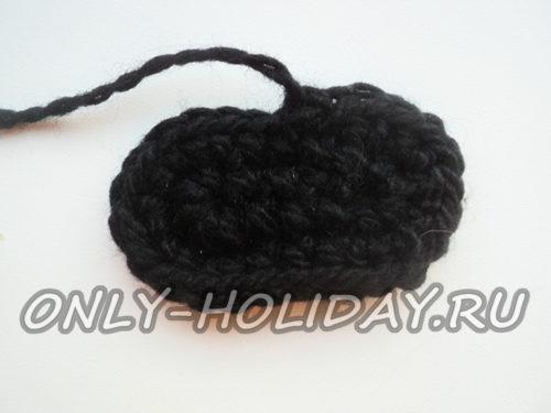 вяжем носик из черной пряжи