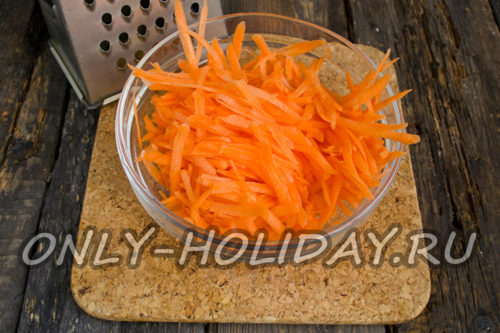 морковь натереть и обжарить