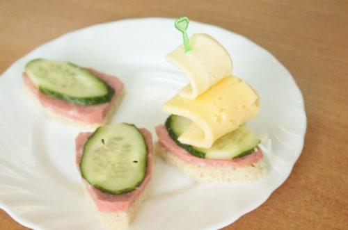 Кораблики с сыром и колбасой