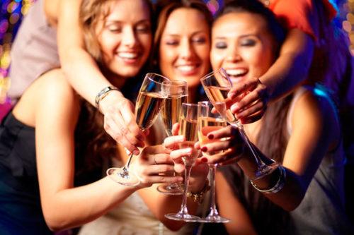 Уважаемые сотрудники, поздравляем Вас с наступающим Новым Годом