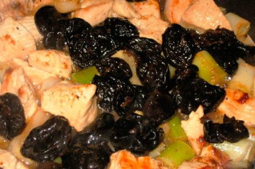 Сочное куриное мясо с нотками чернослива