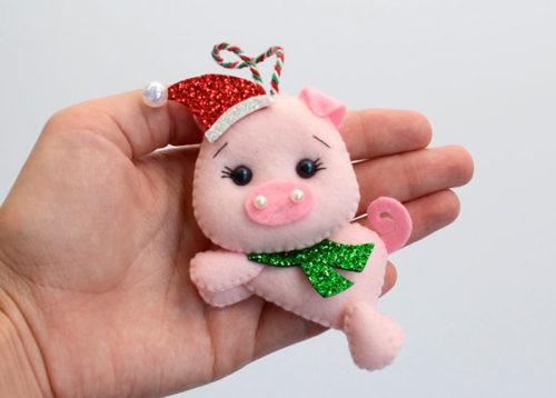 Брелок в виде свинки из фетра своими руками