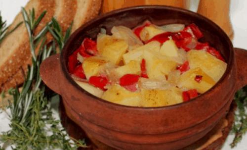 Картофель с болгарским перцем в горшочке