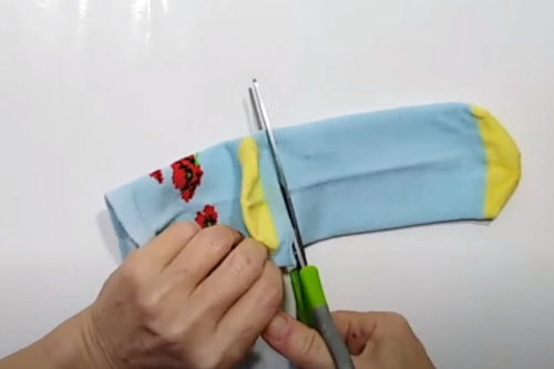 Разрезать носок
