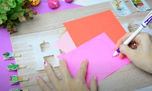 Лист розовой бумаги складываем
