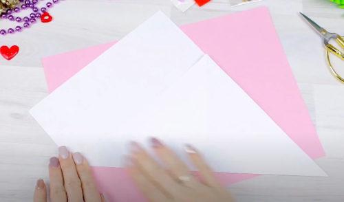 Лист А4 белого цвета складываем