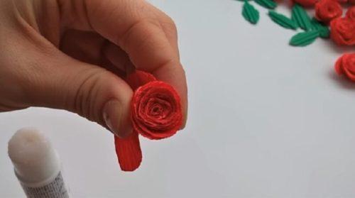 Скручиваем цветок