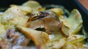 Рецепт щуки в духовке с луком
