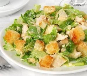 Салат «Цезарь» с салатом романо