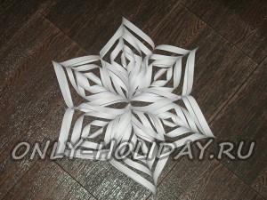 Объемная снежинка из бумаги своими руками: фото инструкция