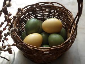 Яйца с натуральными красителями