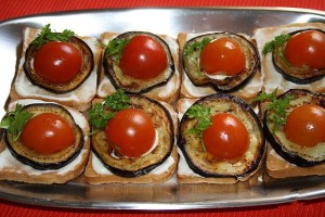 бутерброды с баклажанами и помидорами