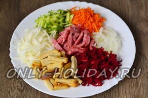 Выложить продукты на тарелку в виде цветка
