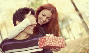 Что подарить парню на годовщину