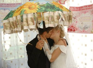 Что подарить на свадьбу молодоженам оригинальное?